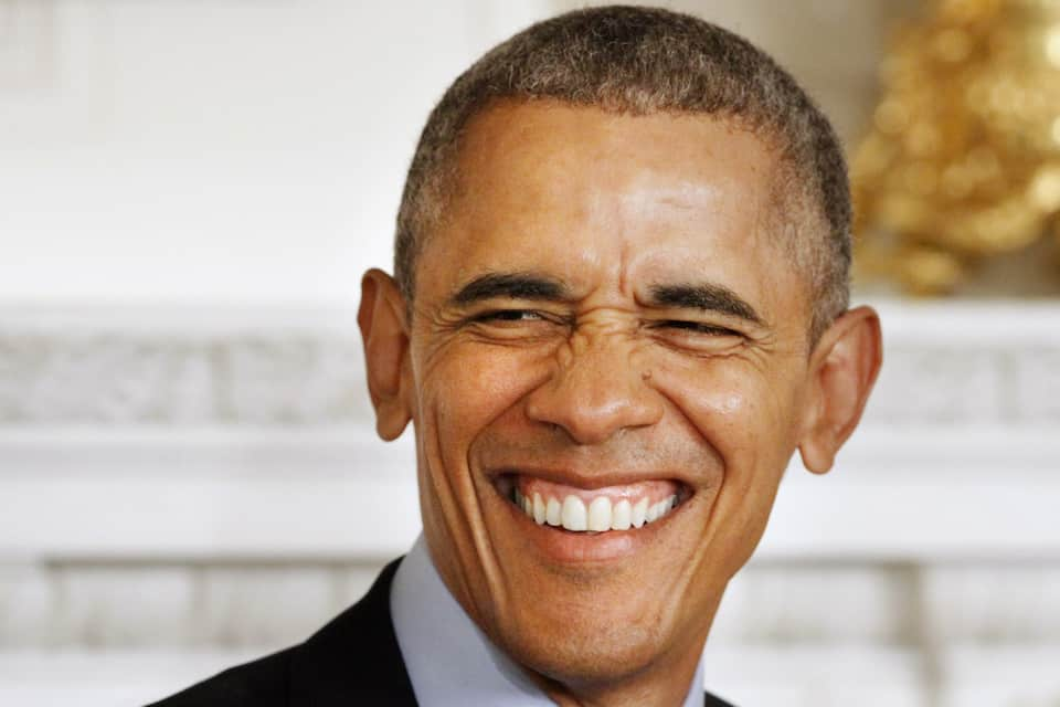 Barack Obama Disses Donald Trump & His Twitter Fingers - See Epic Shade