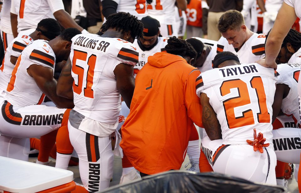Browns Players Pray Watch Grassroots