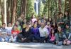President Barack Obama and Michelle Obama pose with fourth graders near Lower Yosemite Falls after talking to them about the Every Kid in a Park Program in Yosemite National Park, Saturday, June 18, 2016.