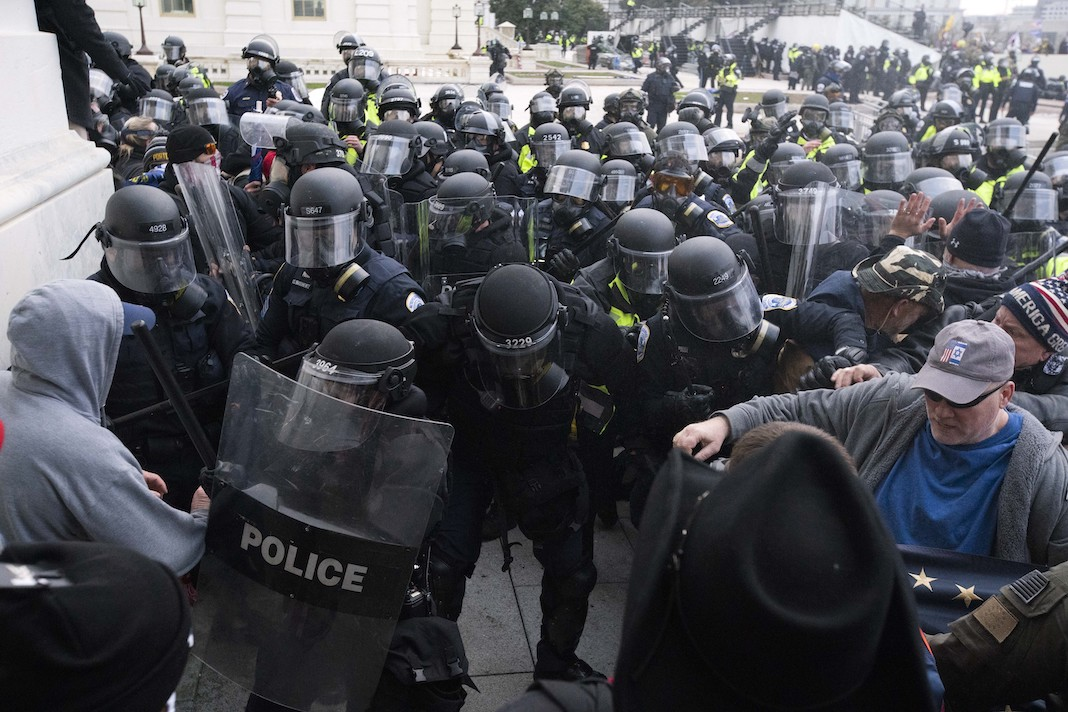 Capitol Police push back rioters