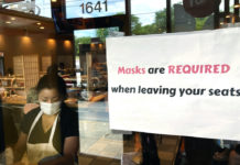 Restaurant with sign requiring masks